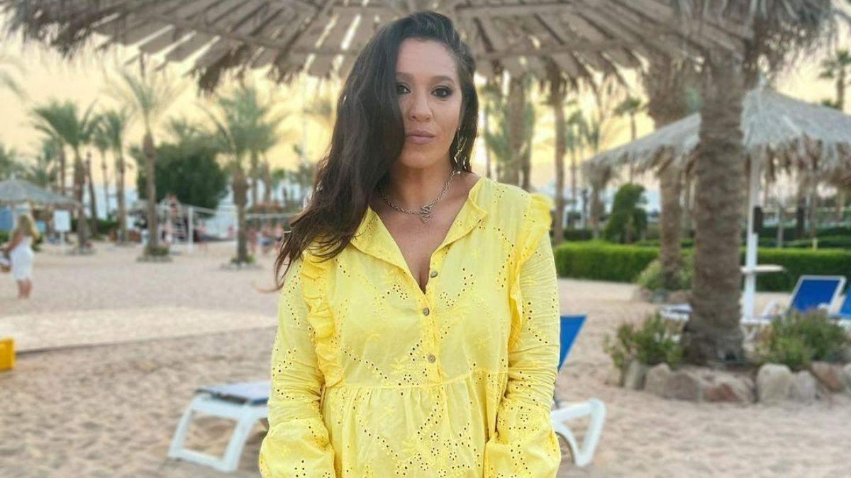 Наталка Карпа зачарувала яскравим образом у лимонній сукні: фото з Єгипту