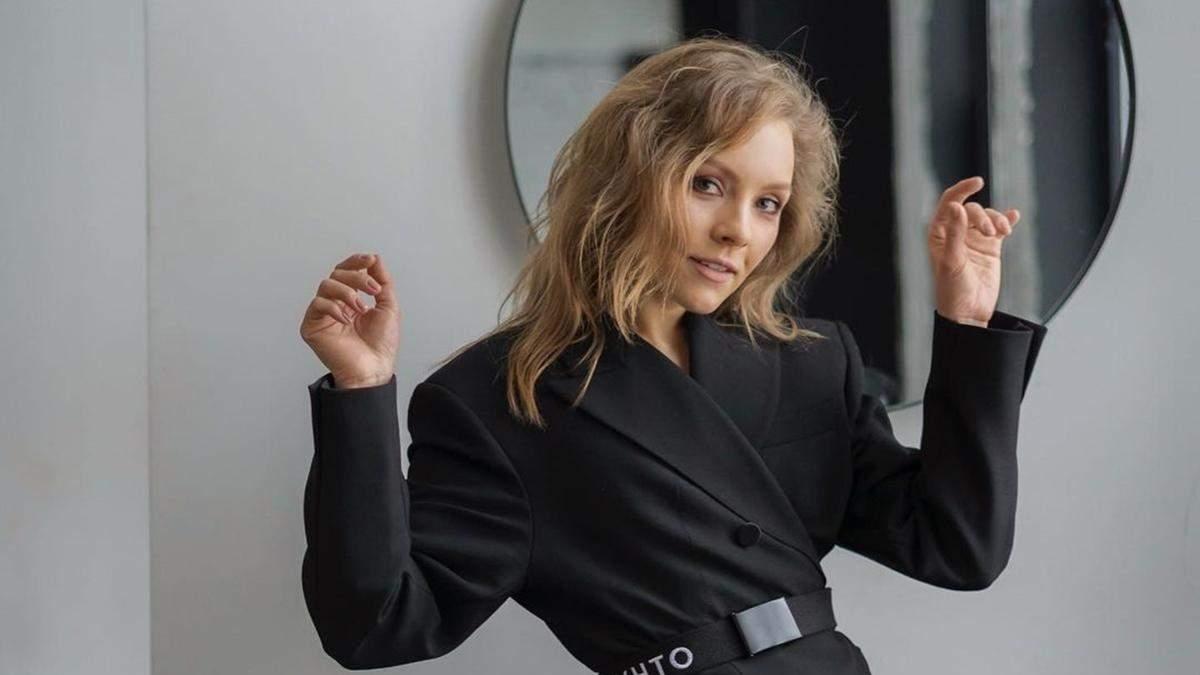 Алена Шоптенко станцевала на столе в пикантном наряде: видео