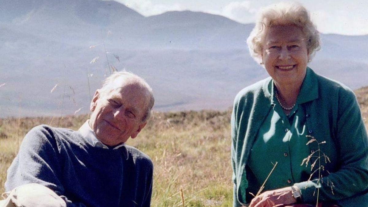Королевский дворец обнародовал новое фото Елизаветы II и Филиппа