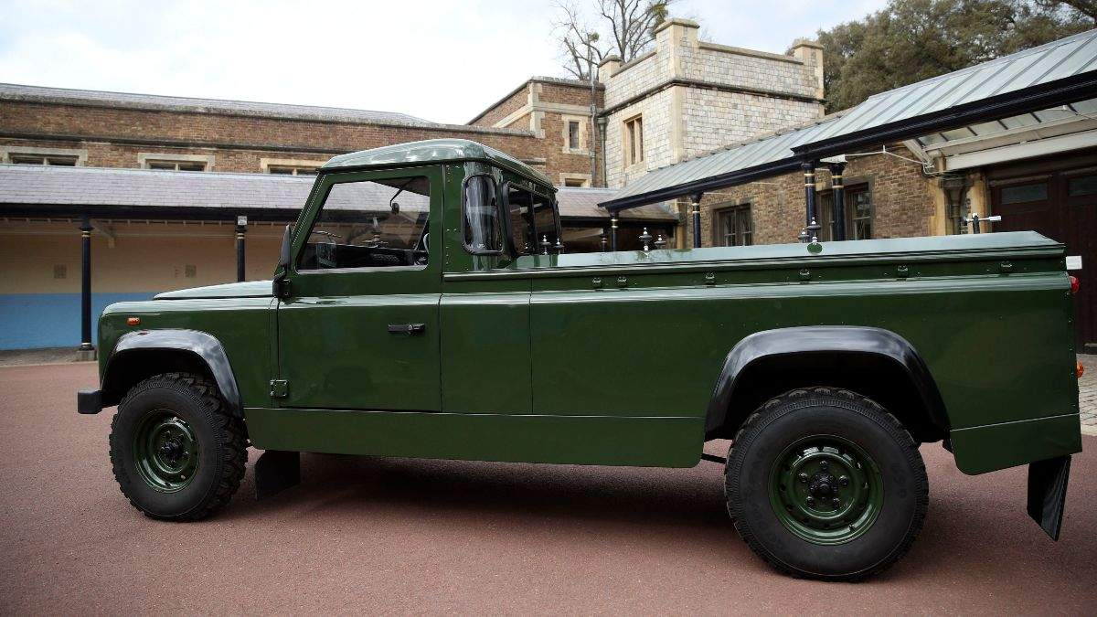 Тіло принца Філіпа везуть на автомобілі Land Rover його ж розробки