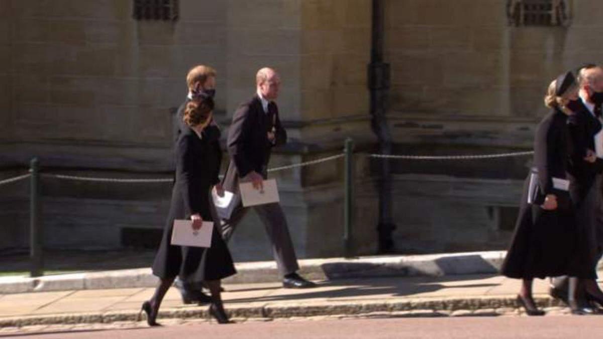 Герцоги Кембриджские и принц Гарри вместе покинули часовню: фото