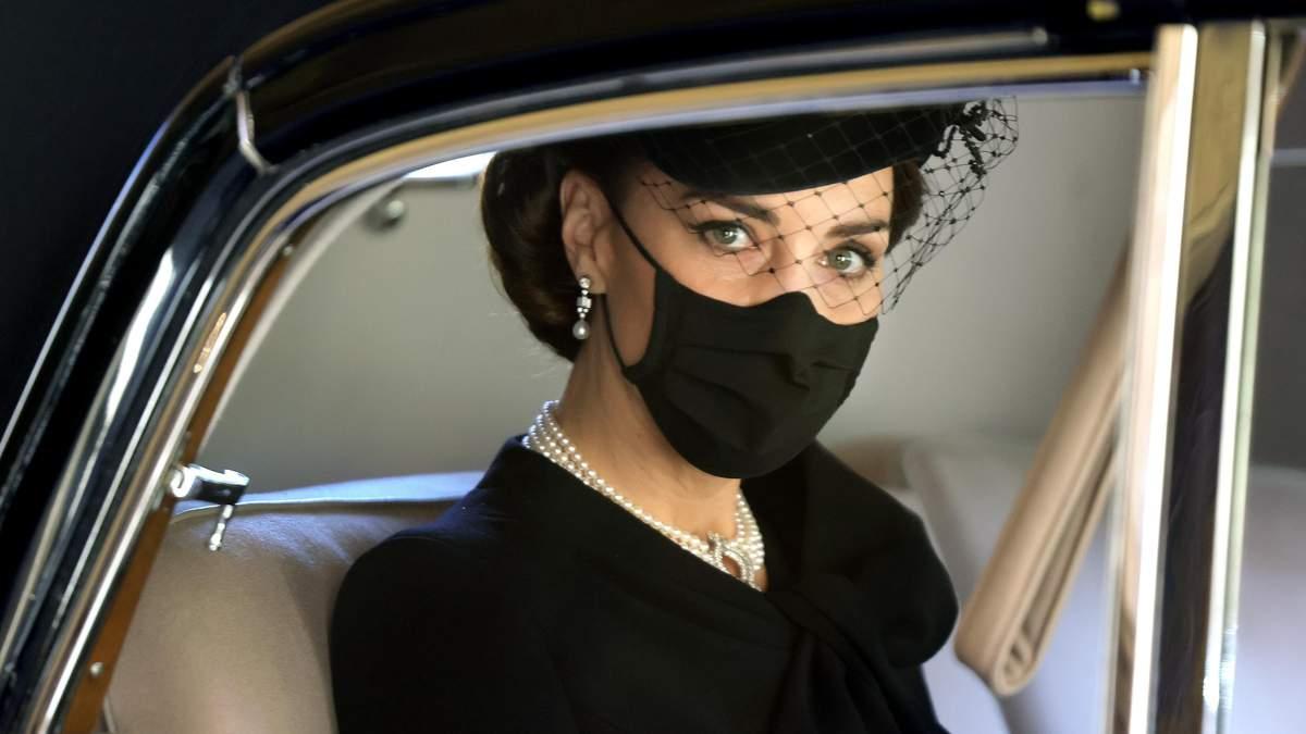 Кейт Миддлтон прибыла на похороны в роскошном колье из коллекции Елизаветы II: фото