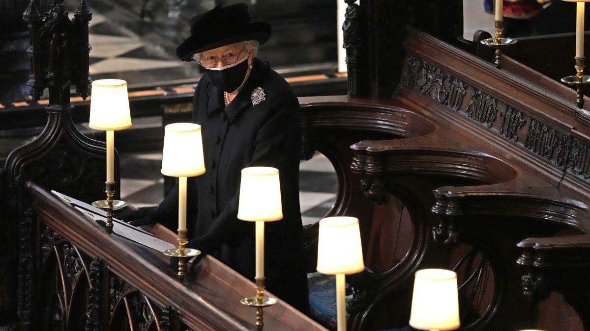 Елизавета II оставила на гробу принца Филиппа рукописную записку
