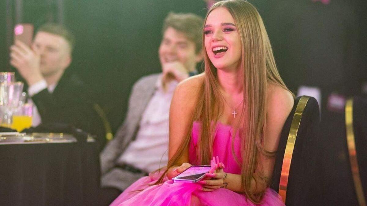 Без масок и дистанции: как 18-летняя Юлия Вербинец сделала праздник в карантин за 3 миллиона
