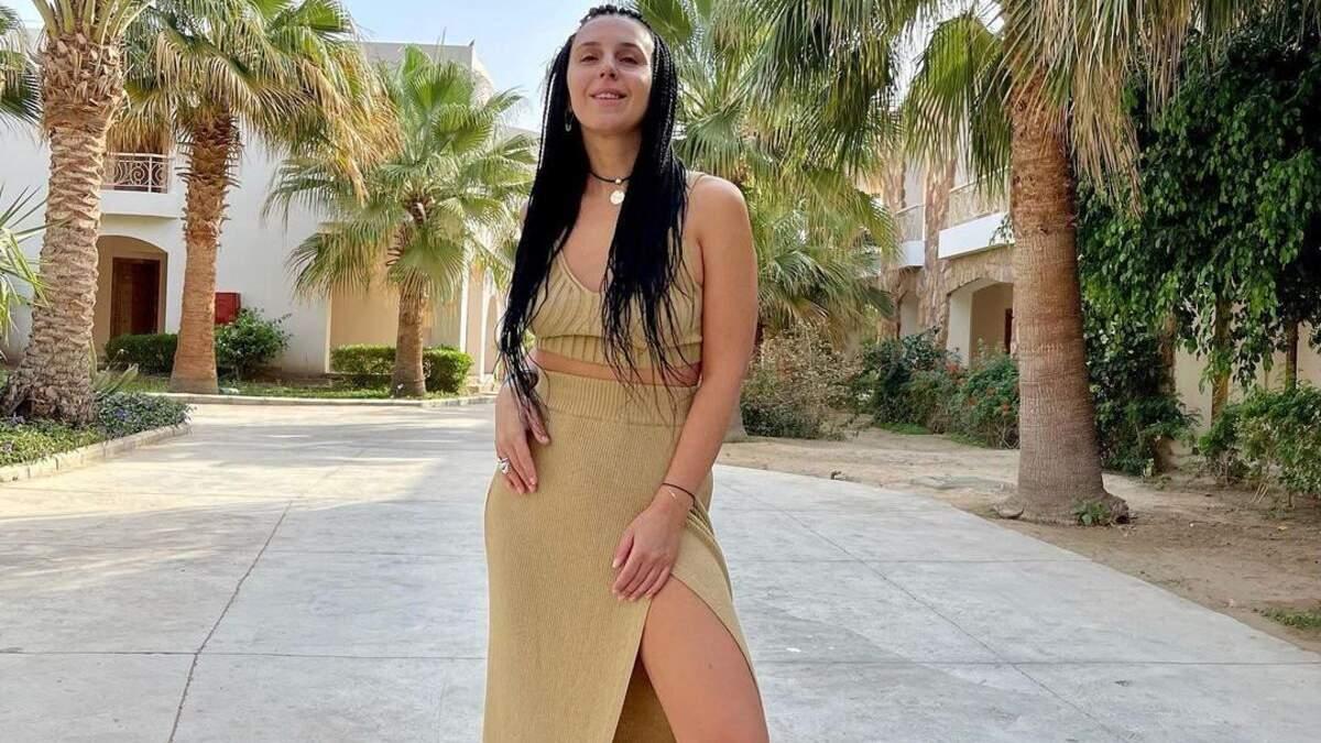 Джамала очаровала образом в юбке с разрезом фото из Египта