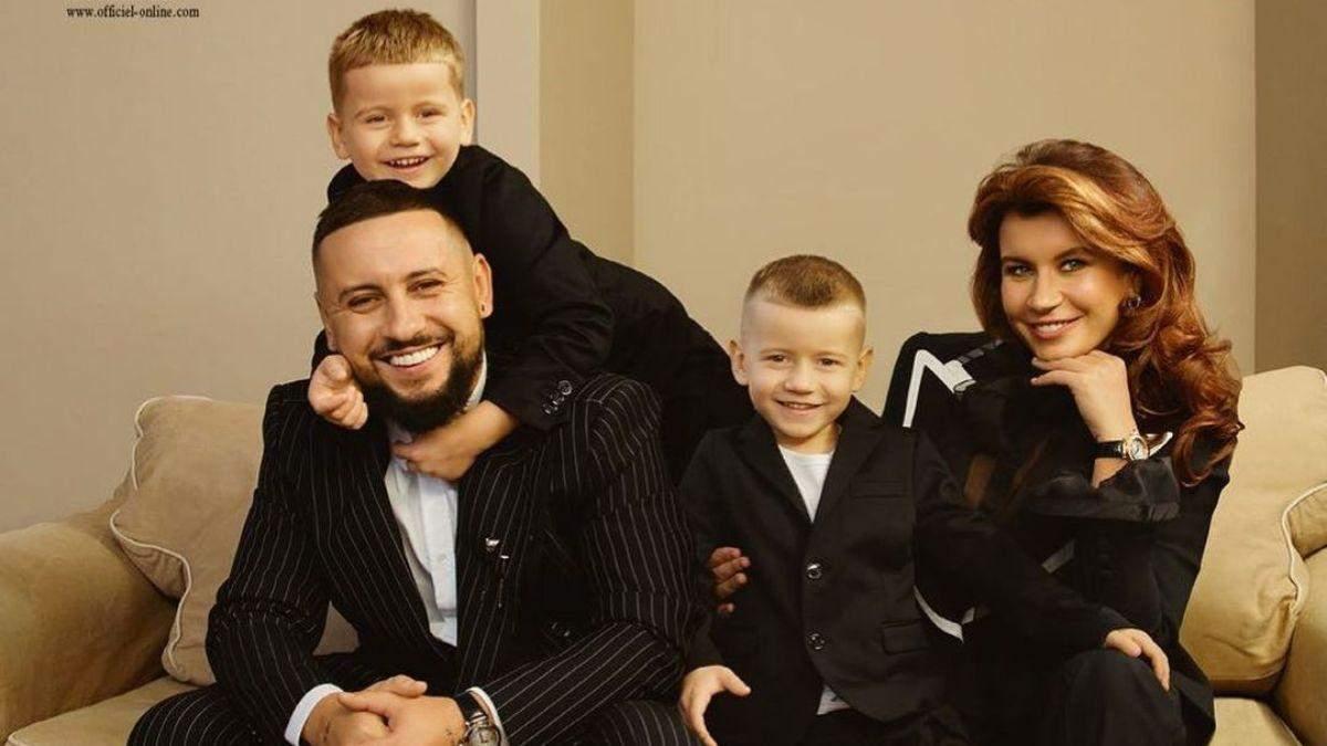 Монатік з дружиною та синами позував у зйомці для глянцю: ефектні фото