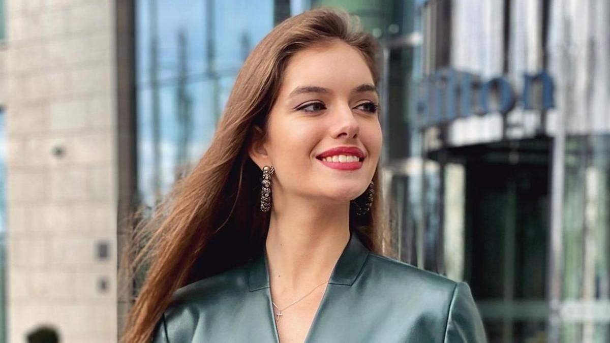Дружина Комарова вразила образом у костюмі за 13 тисяч гривень: фото