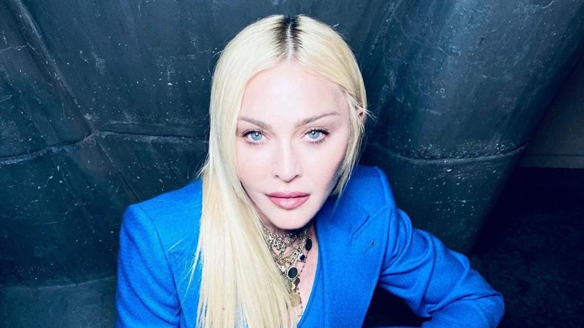 Мадонна вийшла у світ у розкішному костюмі від Gucci: ефектні фото