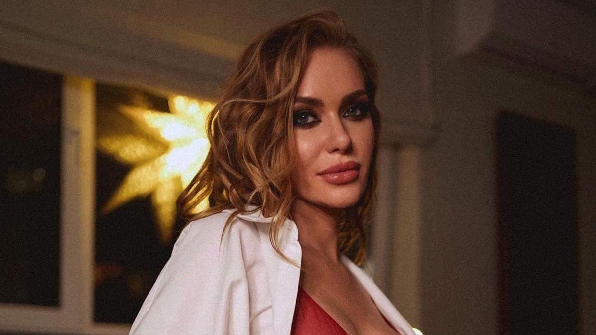 Слава Камінська показала гарячий образ з нового кліпу
