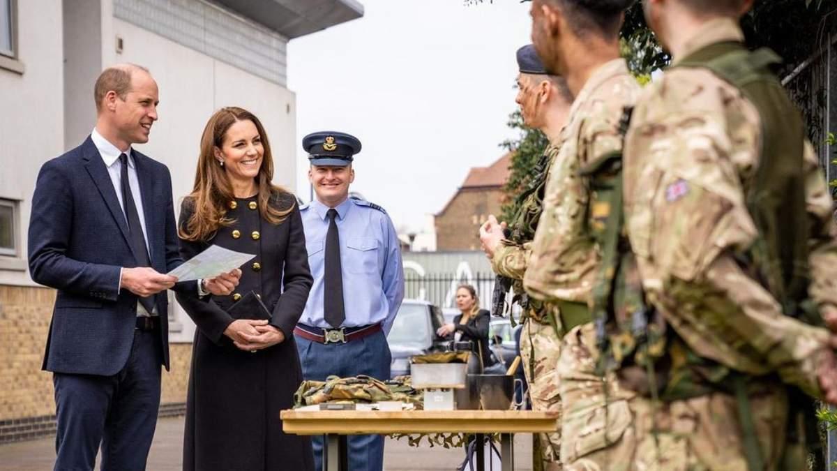 Кейт Миддлтон и принц Уильям впервые вышли на публику в о время траура
