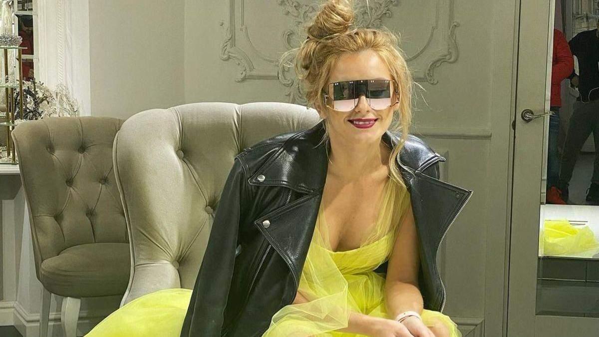 Ірина Федишин приголомшила зухвалим аутфітом: фото зірки в сукні та масивних черевиках