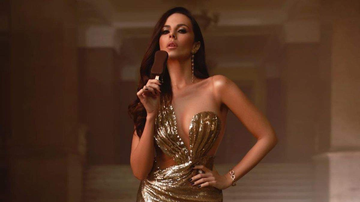 Настя Каменських приголомшила образом у золотистій сукні: фото