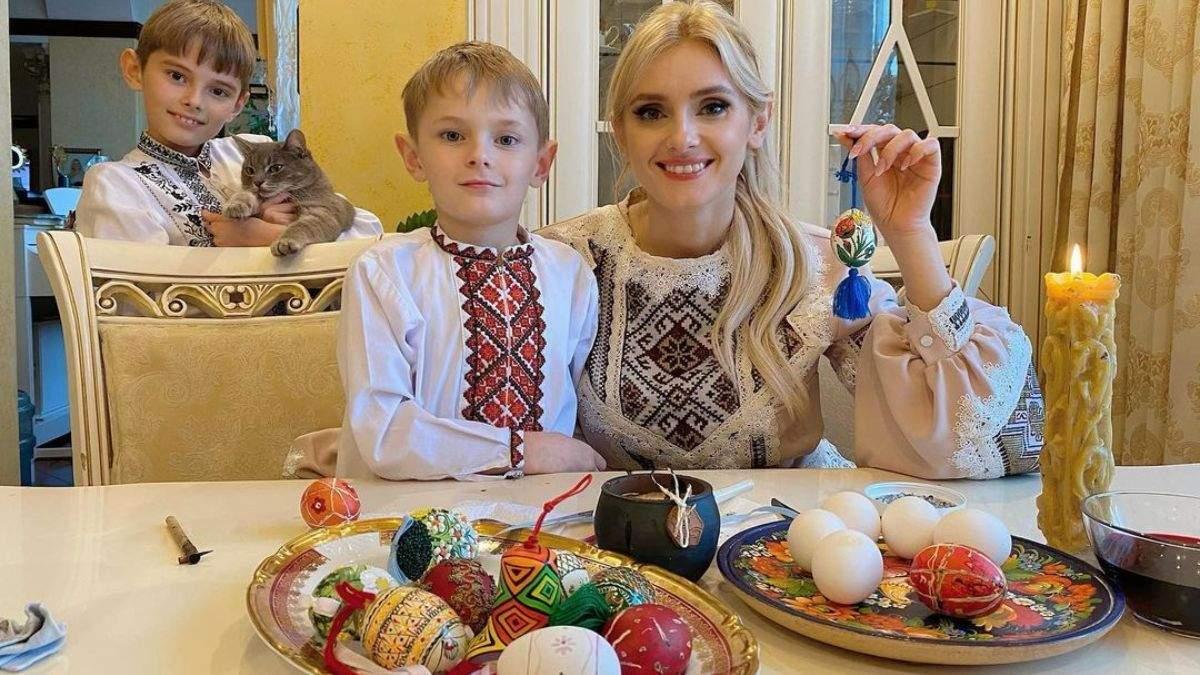 Ірина Федишин показала писанки, які розфарбувала з синами: фото