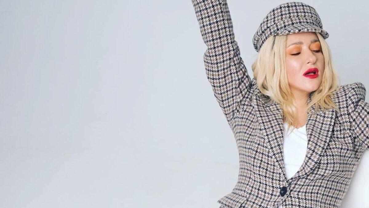 Наталія Могилевська підкорила стильним образом у картатому жакеті: фото