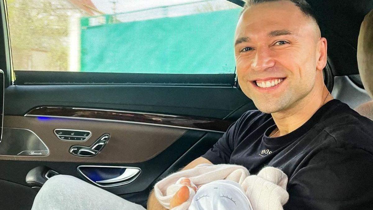 Максим Михайлюк показав нові зворушливі фото з маленькою донечкою