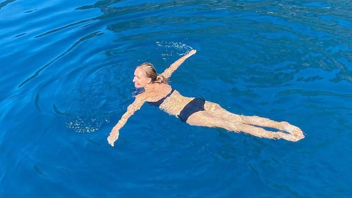 Беременная Катя Осадчая поплавала в купальнике: фото из Турции
