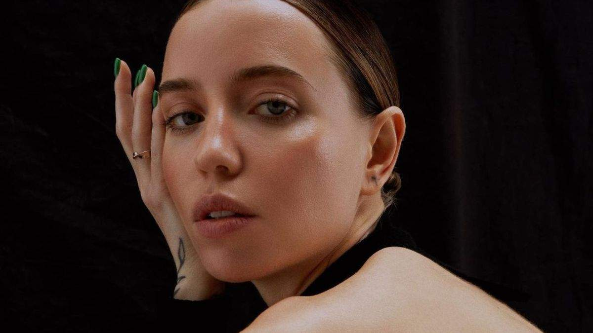 Надя Дорофєєва показала трендові образи у новій фотосесії