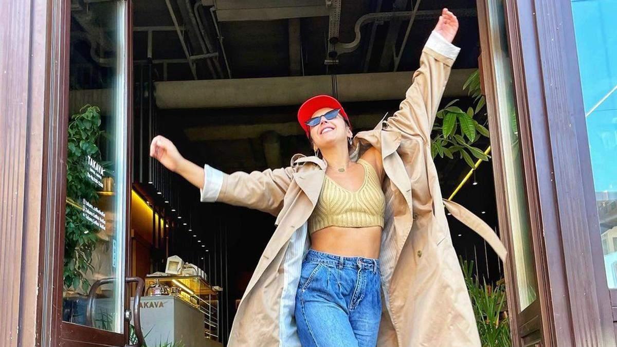 Джамала прогулялась по Киеву в коротком топе и джинсах: фото
