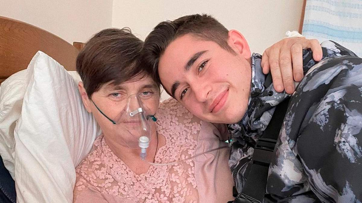 Мама Романа Сасанчина вчиться ходити після COVID-19: відео
