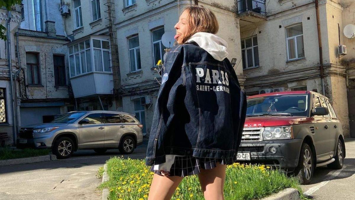 Донька Полякової оприлюднила фото з язиком і в мініспідниці