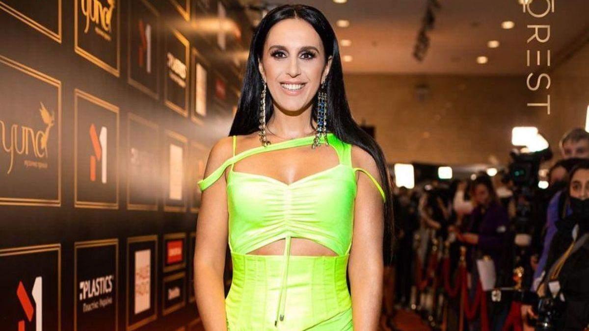 Джамала вразила яскравим образом у жовтій сукні на YUNA-2021