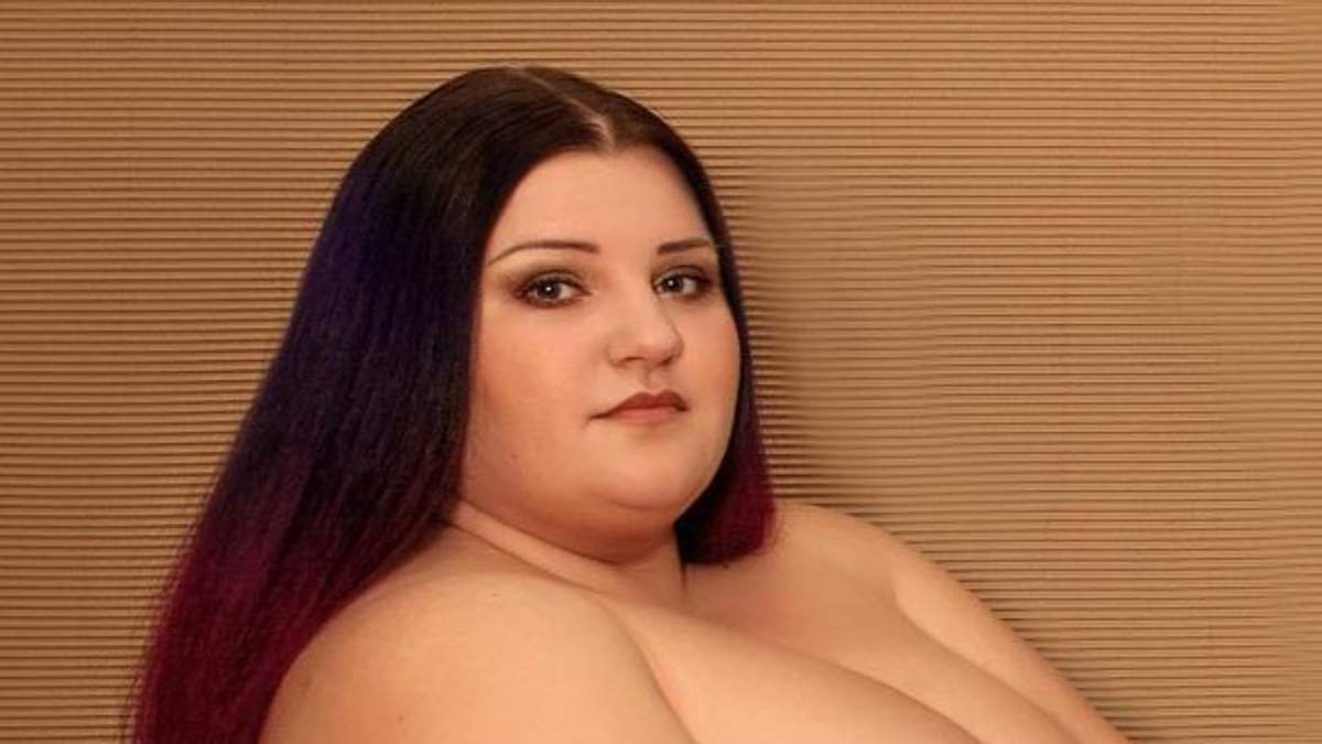 Гола Alyona Alyona повторила еротичне фото Кім Кардашян 18+