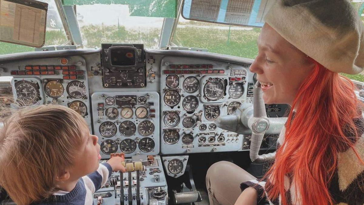 Світлана Тарабарова оприлюднила зворушливі фото з сином в літаку