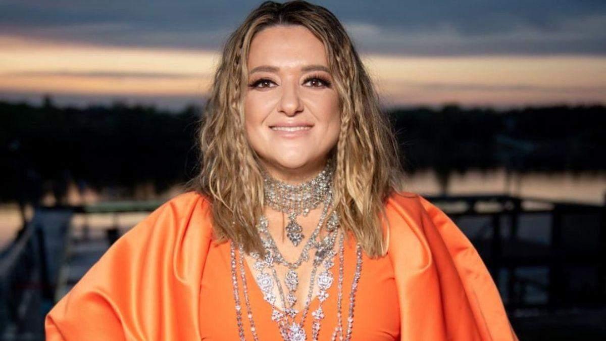Наталья Могилевская в оранжевом платье: фото и видео