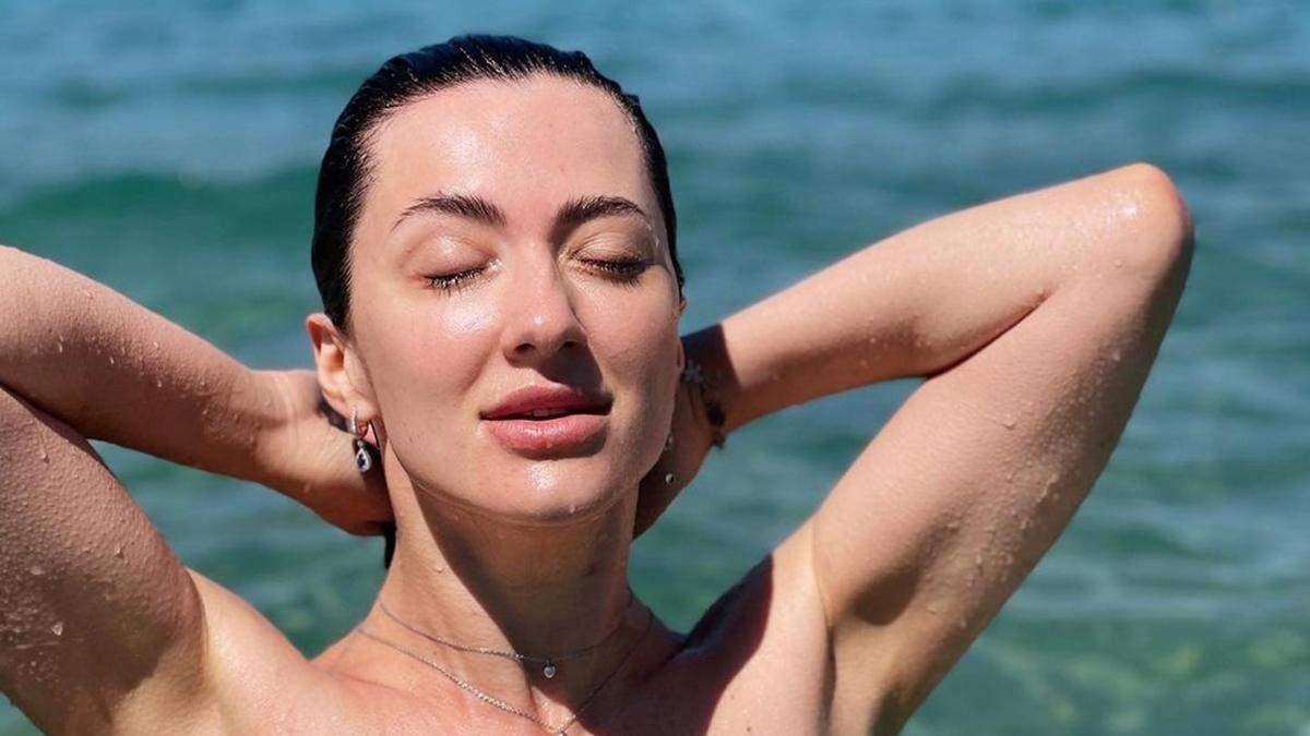 Снежана Бабкина позировала в крошечном купальнике: фото