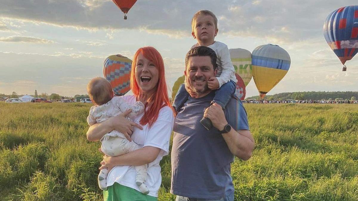 Светлана Тарабарова покорила семейным фото на фоне воздушных шаров