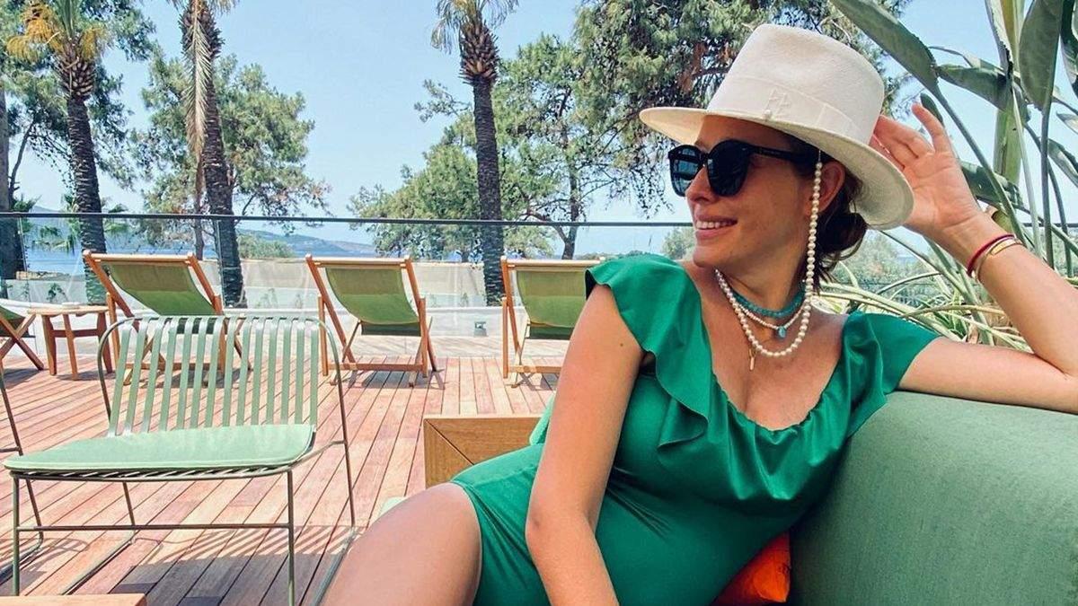 Катя Осадча позувала купальнику та капелюсі за 9 тисяч гривень: фото