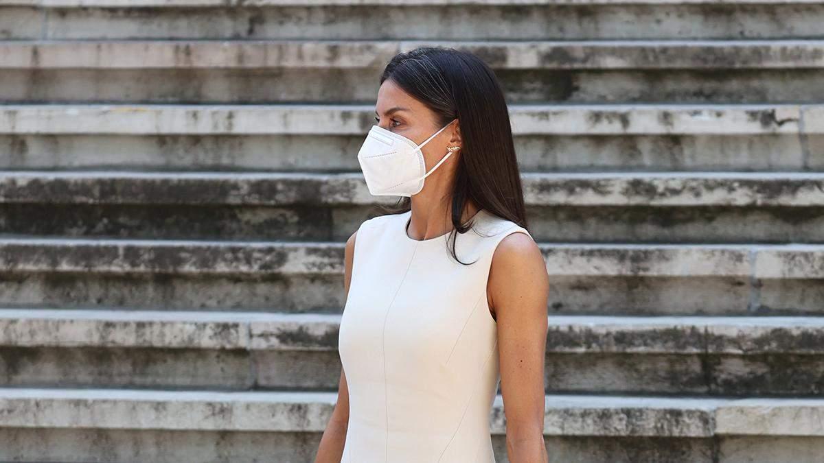 Летиція підкорила виходом в елегантній молочній сукні: фото