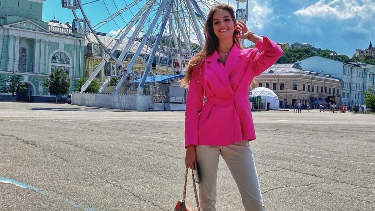 Жена Дмитрия Комарова показала look в жакете за 3200 гривен