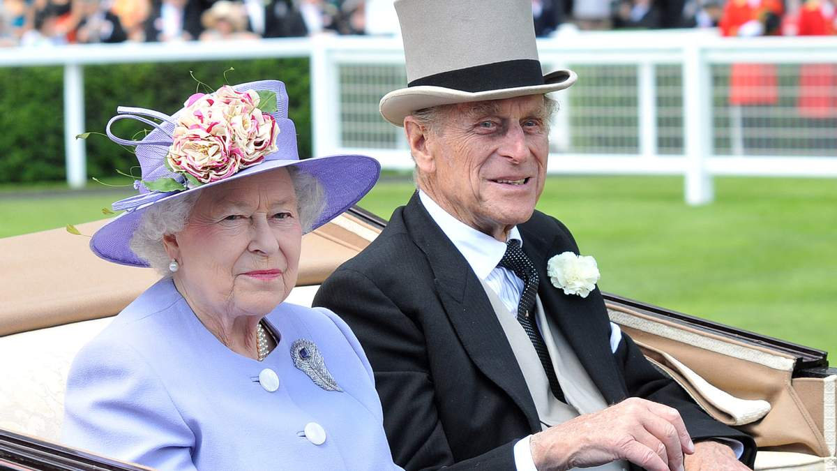 Як королівська сім'я згадує принца Філіпа у день його народження