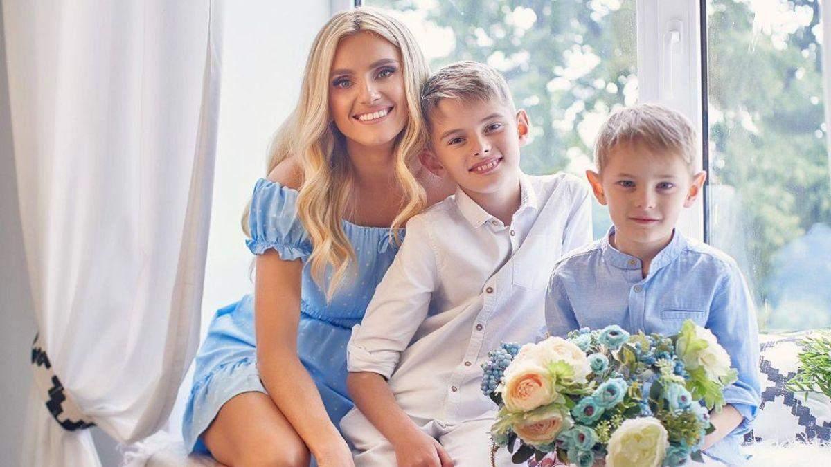 Ирина Федишин в нежном образе позировала на фотосессии с сыновьями