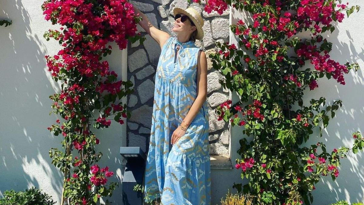 Катя Осадча підкорила літнім образом у блакитній сукні: фото