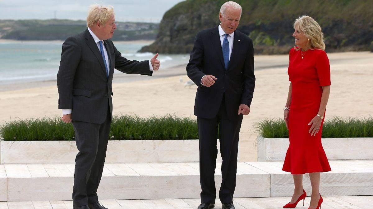 Джилл Байден повторила яскравий образ в червоній сукні: фото