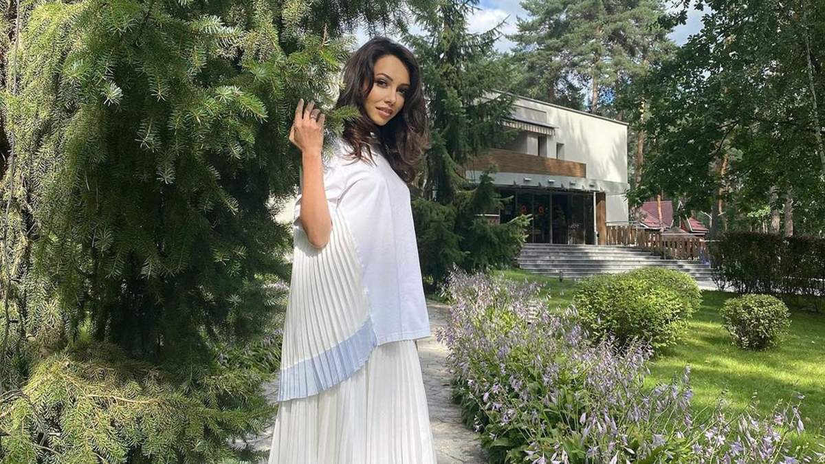 Катерина Кухар захопила образом у молочному вбранні: фото