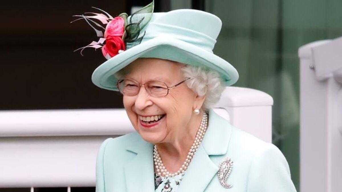 Елизавета II посетила Royal Ascot фото изысканного образа