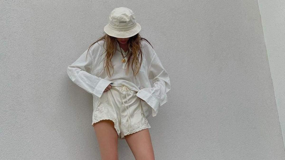 Надя Дорофеева показала образ в шортах и тапочках от Gucci: фото