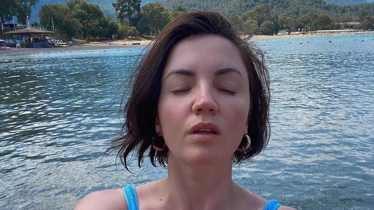 Оля Цибульська засвітила груди в купальнику: фото з Туреччини