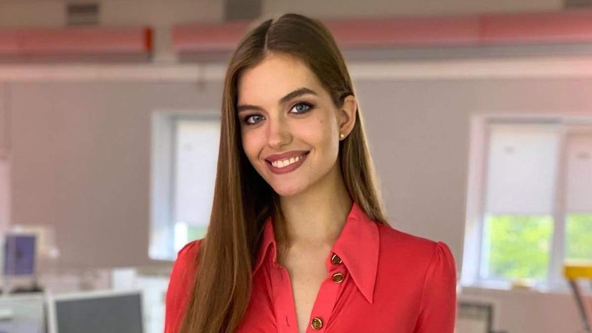 Жена Дмитрия Комарова позировала в платье за 14 тысяч гривен: фото