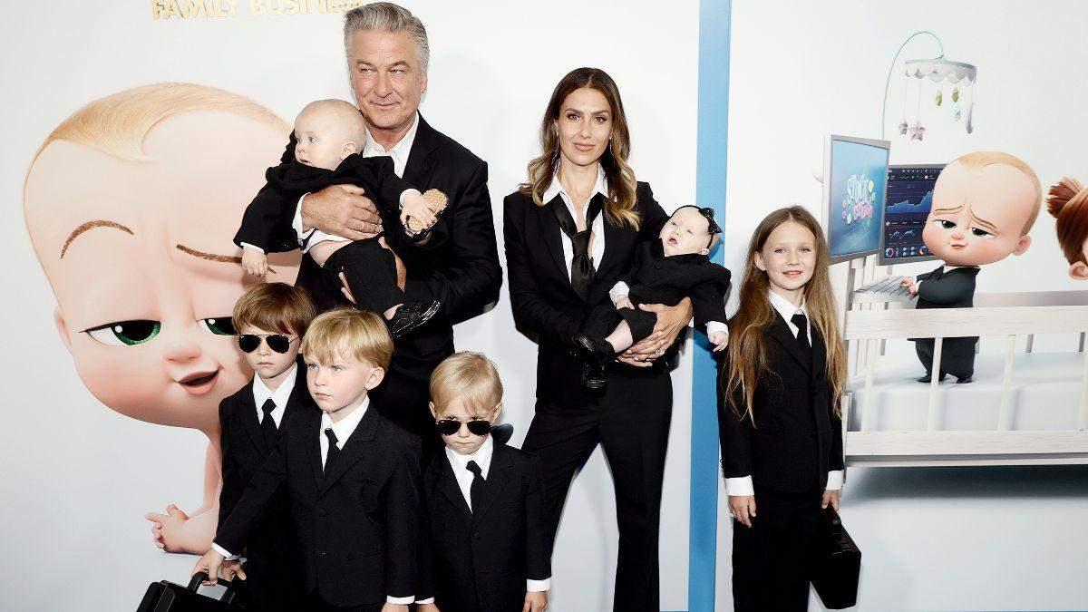 Алек Болдуин с женой и детьми на премьере мультфильма: фото