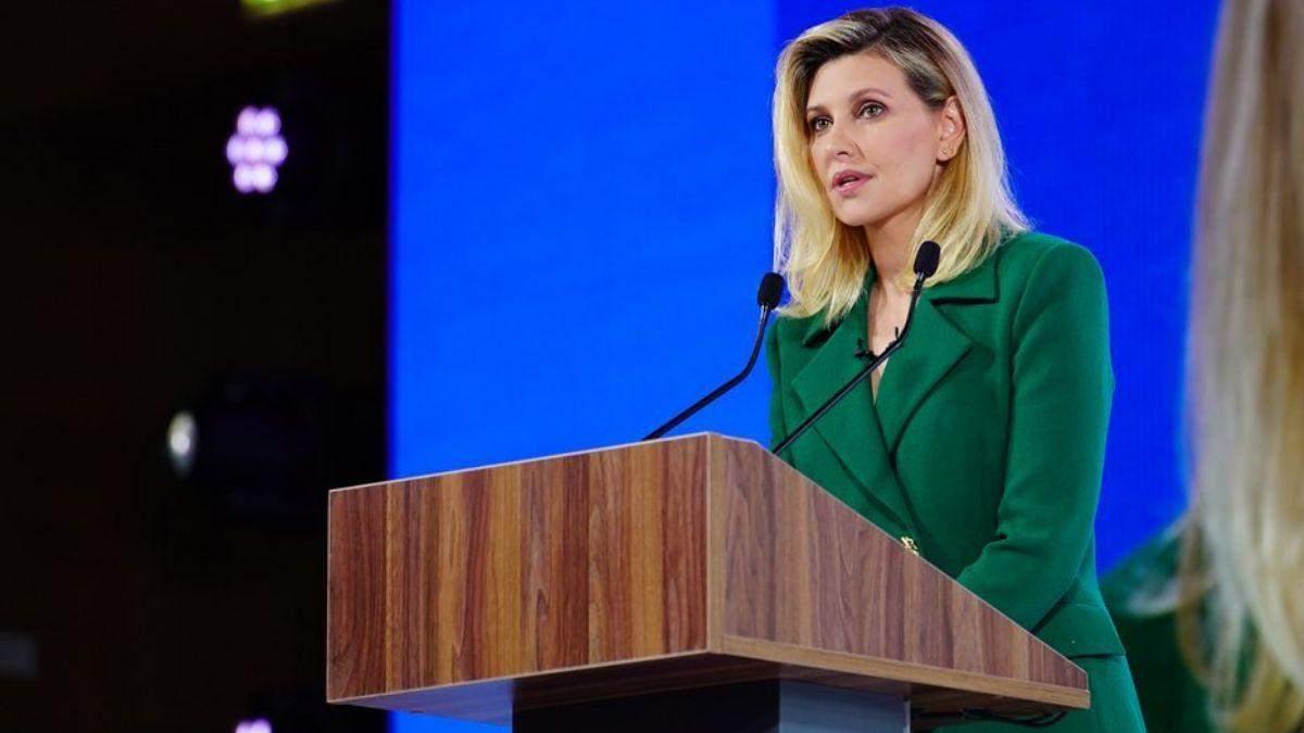 Елена Зеленская ошеломила образом в костюме цвета изумруда: фото
