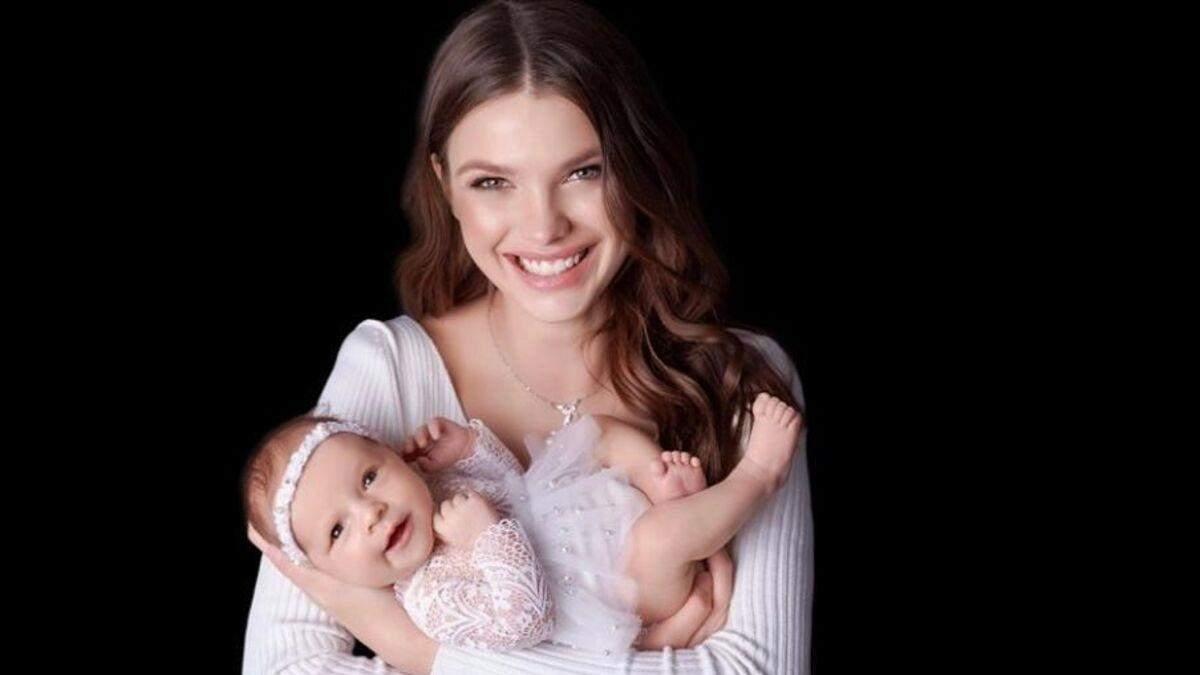 Любимая Максима Михайлюка впервые показала лицо дочери фото