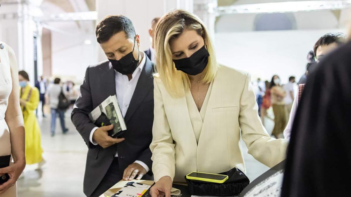 Зеленські відвідали Книжковий Арсенал: фото образу Олени Зеленської