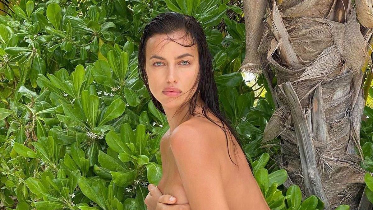 Ирина Шейк позировала с обнаженной грудью: горячее фото