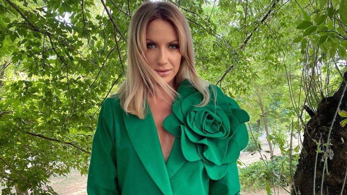 Леся Нікітюк захопила образом у трендовому костюмі: фото