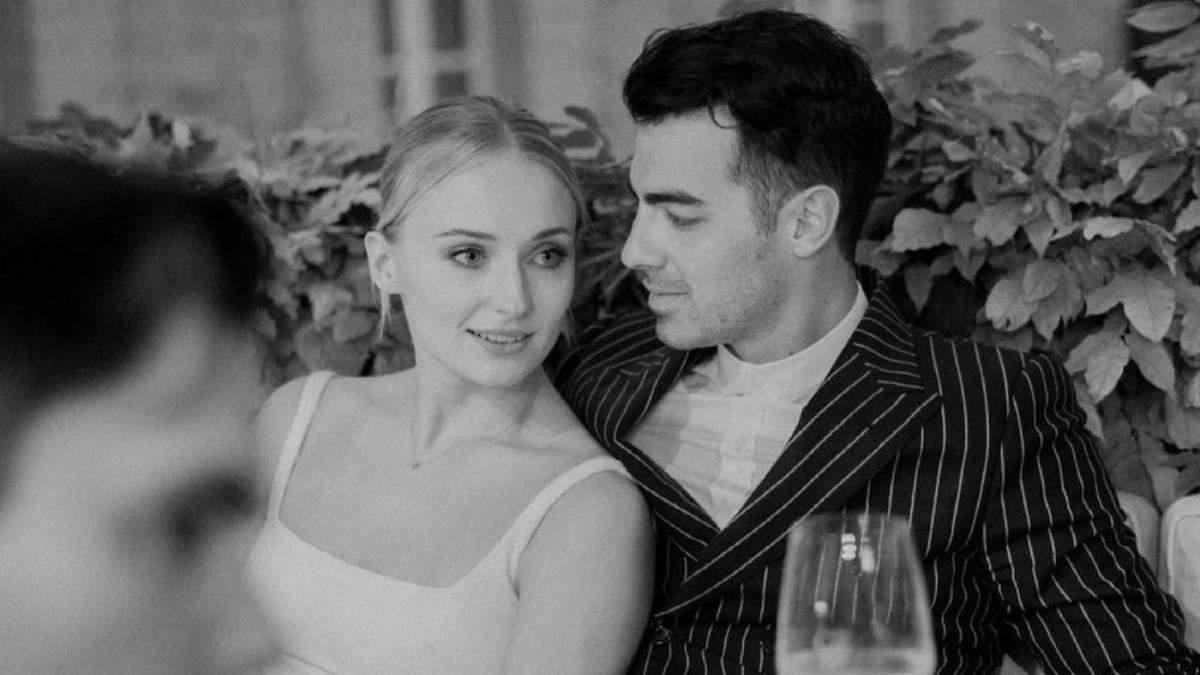Софи Тернер показала редкие фото с другой свадьбы во Франции