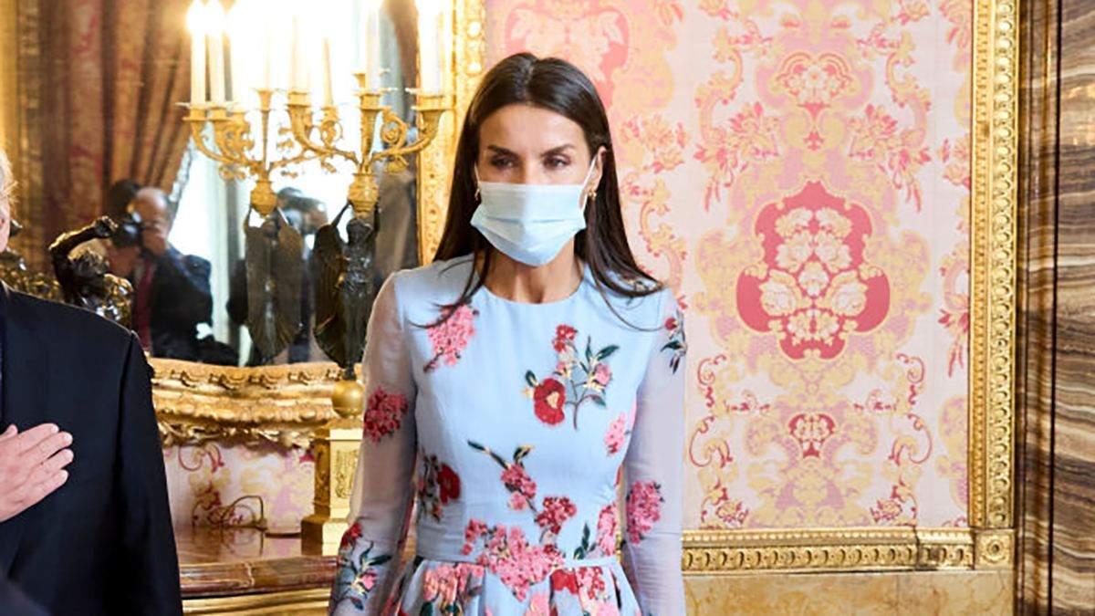 Летиція захопила образом у квітковій сукні з вишивкою: фото